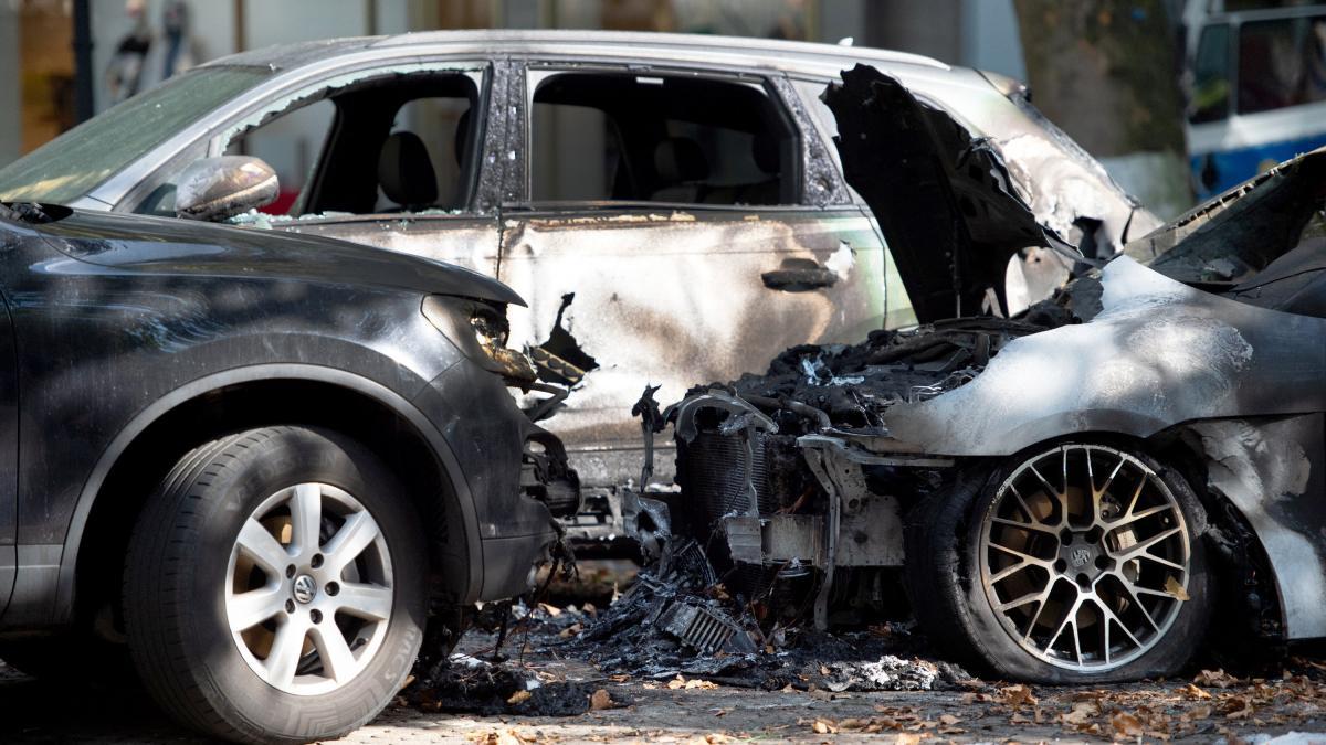 Jugendliche zünden in Schweden fast 90 Autos an https://t.co/lGa9h4RBSB