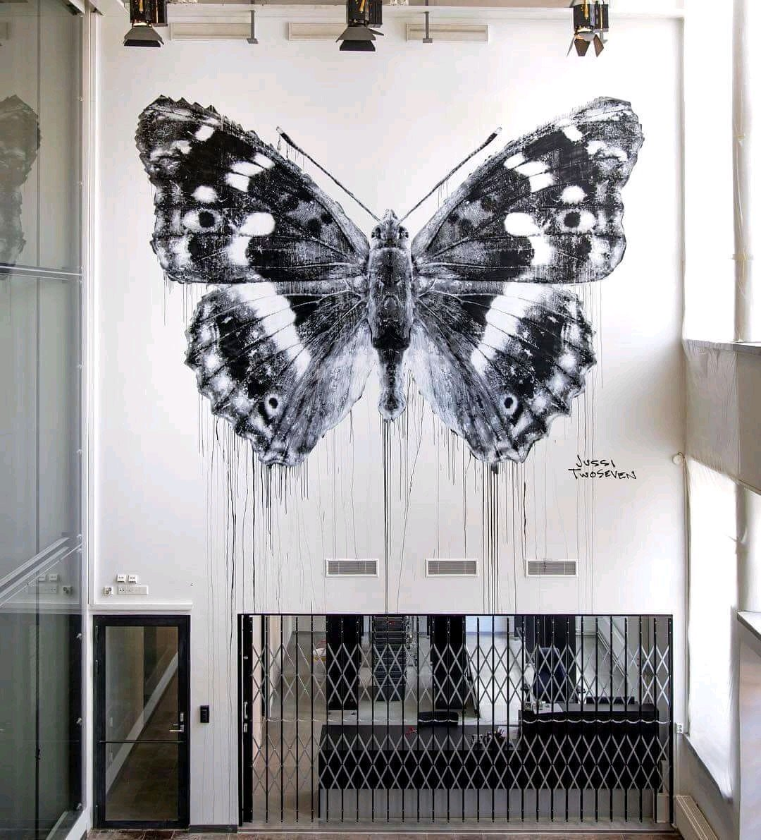... butterfly... in black and white. Art by Jussi TwoSeven #streetart #art #graffiti #mural #urbanart #Beauty #blackandwhite #butterfly<br>http://pic.twitter.com/aTppmuqY2r