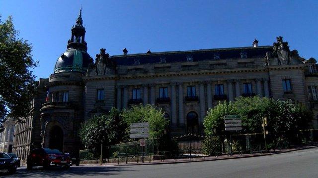 La préfecture de Haute-Vienne une architecture magnifiée par une composition en ordre colossal.  https:// www.7alimoges.tv/La-prefecture-de-Haute-Vienne_v4455.html  - FestivalFocus