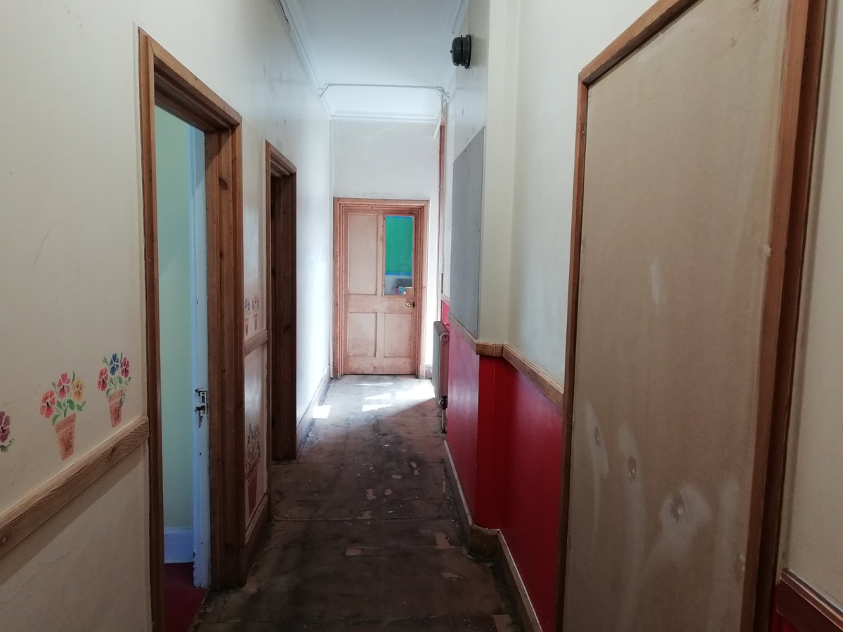Great progress being made on the Chantry's corridors. A big 'well done' to our estates and maintenance team #estates #freshpaint #summerwork https://t.co/usg4ZaiR00