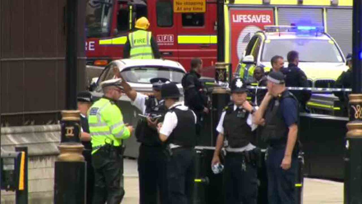 #BREAKING Crash outside parliament in London treated as terrorism https://t.co/MNL8c6OnBb