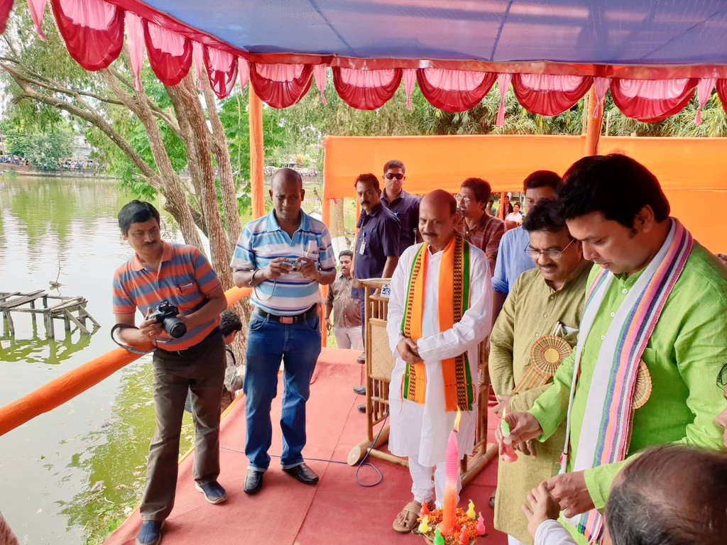 Inaugurated the Boat Race Competition at Jagannath Dighi in #Udaipur today.   This programme celebrated the cultural diversity &amp; social harmony in #Tripura in earlier days.   Extend my best wishes to organisers &amp; winners who brought back to life this wonderful event this year.<br>http://pic.twitter.com/9EVxd3PQ47