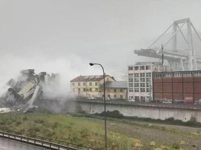 Terrore a Genova: crolla ponte Morandi Diretta video https://t.co/vLwtxaAT5q
