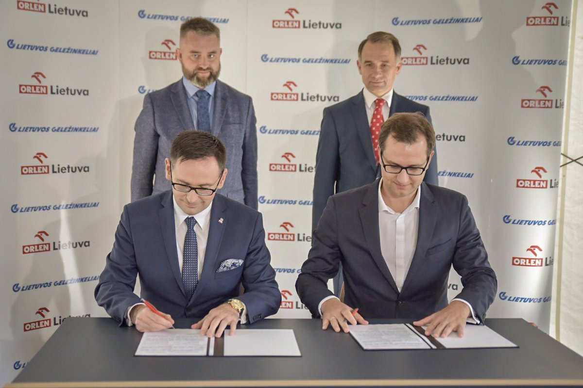 We opened a new chapter with Lithuanian Railways: signed a new agreement re logistics to Poland and symbolically started reconstruction of Renge railroad track. <br>http://pic.twitter.com/j3aeXvlyWV