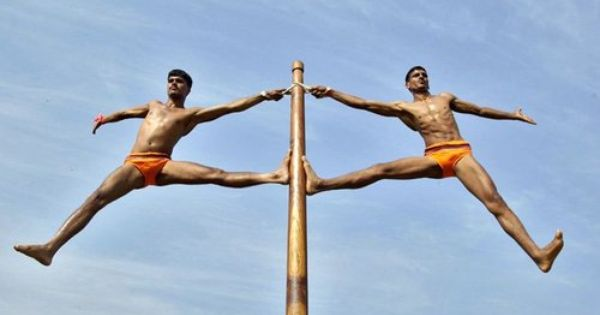 """Mallakhamb """"Malla"""" – gymnast """"khamb"""" – pole It is an ancient Indian sport which dates back to the 12th century. It is still a very prevalent activity in the state of Maharashtra. The sport has gained some international popularity too.  #Mallakhamb #ancientart #IncredibleIndia <br>http://pic.twitter.com/J4vtBepmJ2"""