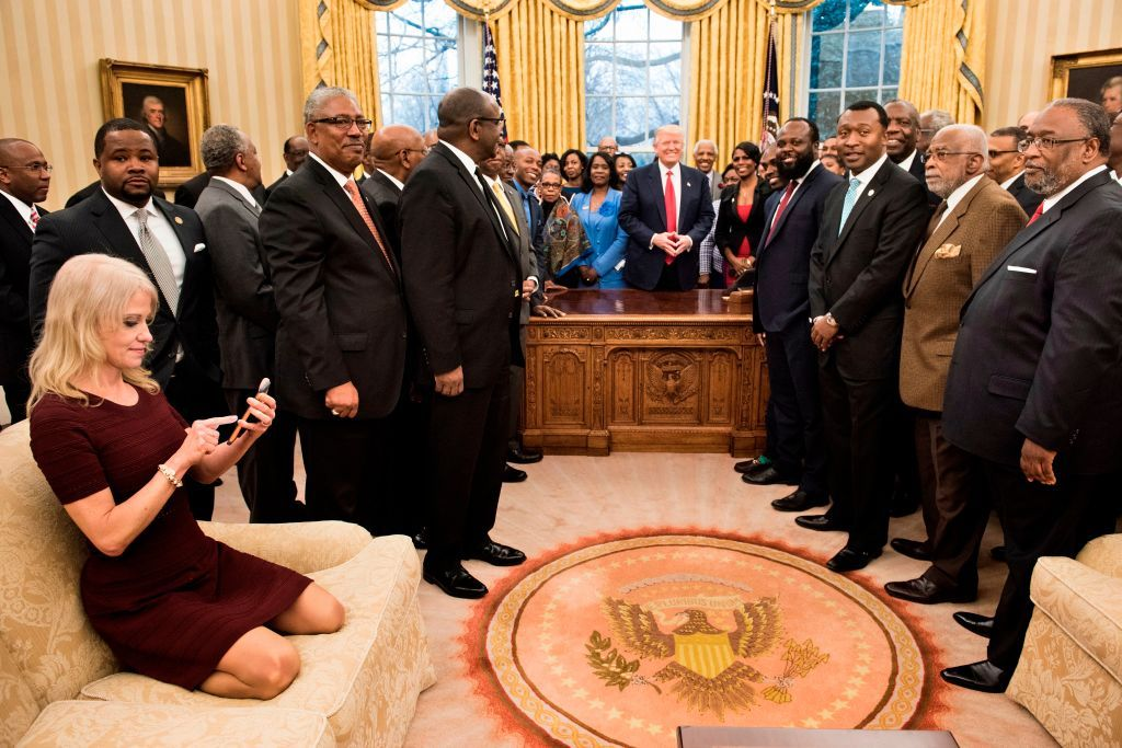 Kellyanne Conway was asked to name Trump's top black adviser. Her answer was embarrassing.  http:// bit.ly/2Oznh9K  &nbsp;  <br>http://pic.twitter.com/cOYKLwbbvq