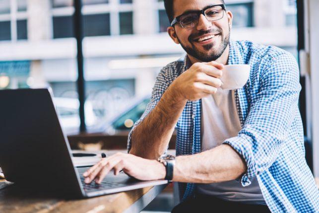Mai pensato di lavorare da remoto?Ecco alcuni esempi di opportunità lavorative.http://ow.ly/Y7qT50ibfJR#digitalnomad #remotework #lavoro #digitale  - Ukustom