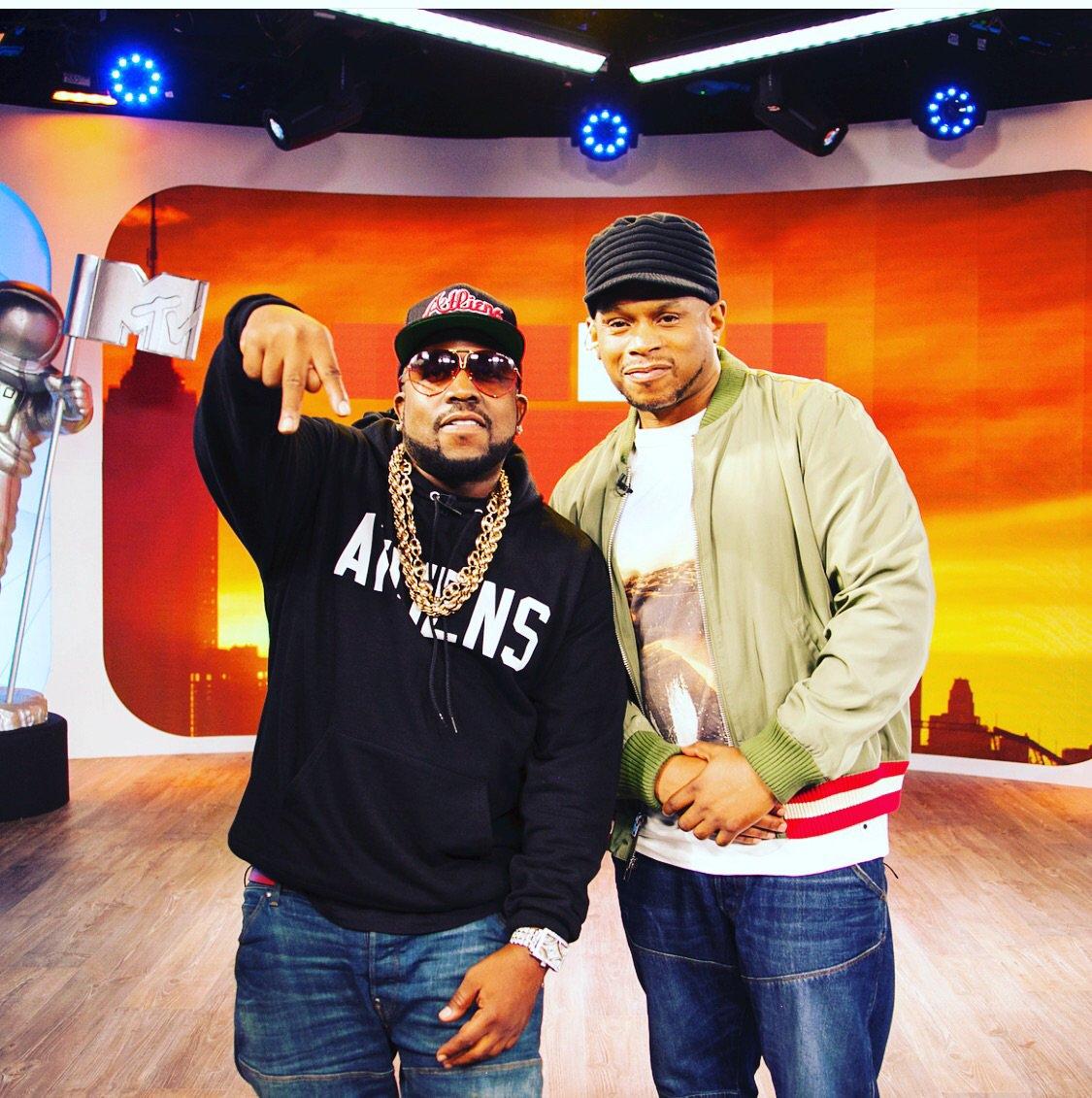 Tune into @TRL on @MTV Right Now ! #Weoutchea https://t.co/uSingCVAtK