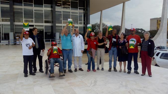 Em greve de fome, militantes recebem apoio de Nobel da Paz https://t.co/r6NTw6Kga6