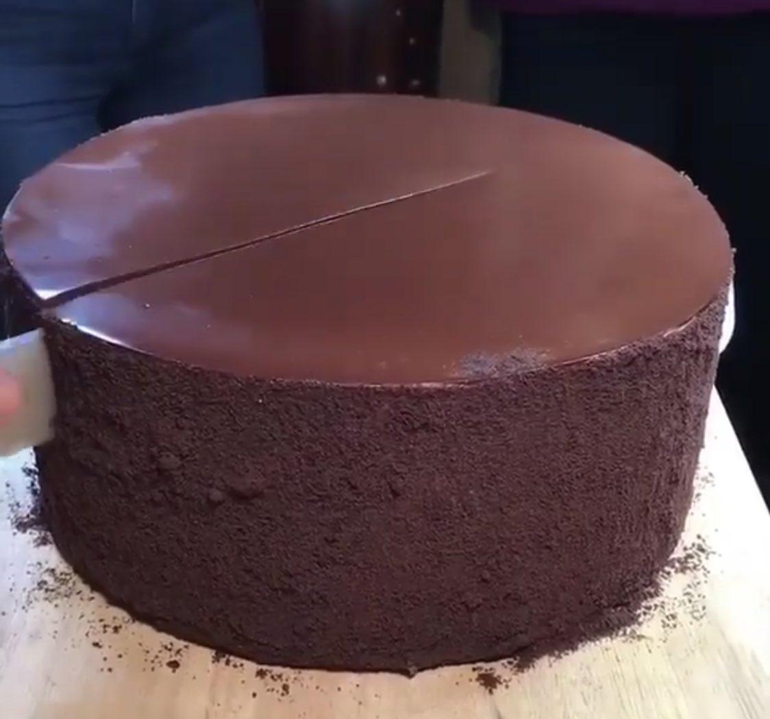 Hoy es en @Grafocafe pastel de chocolate ilimitado!! https://t.co/OG50GwugAs