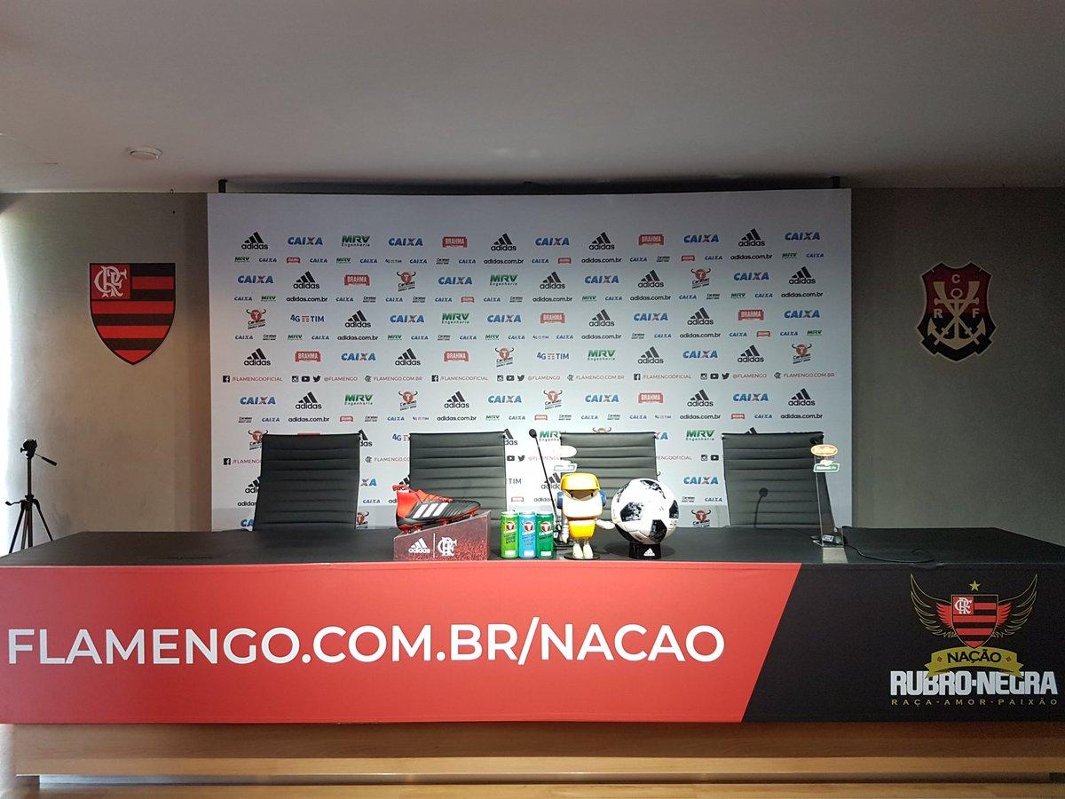 Em instantes, o treinador Mauricio Barbieri vai falar com a imprensa. #CRF