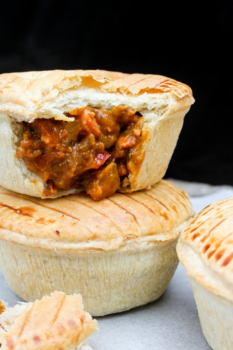 test Twitter Media - Chicken Balti Pie anyone? 😍🙋‍♂️🙋‍♀️#chicken #balti #pie #chickenbalti #pastry #foodwholesaler #foodie #swansea #southwales https://t.co/4kylOAcOWP