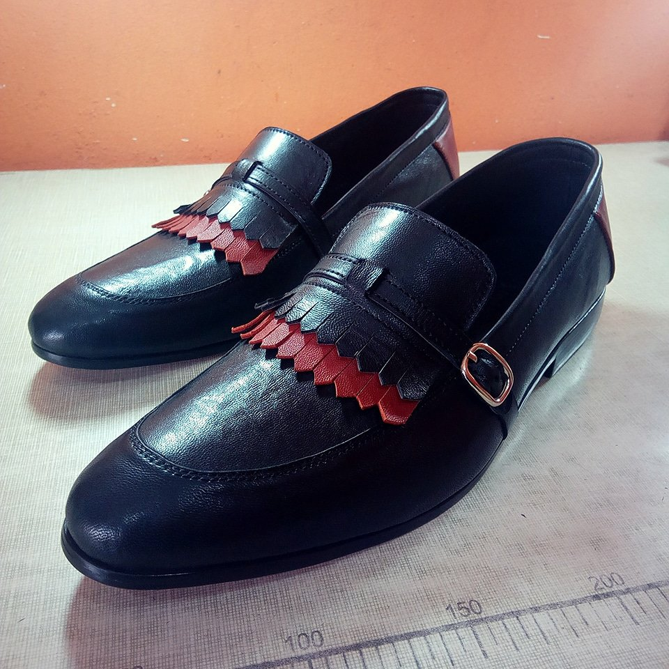 Have got this baby for sale at a dash away price.... Interested buyer should Dm me....  Size 43 / 44  Kindly retweet fam!! <br>http://pic.twitter.com/3IaCb6EIR9