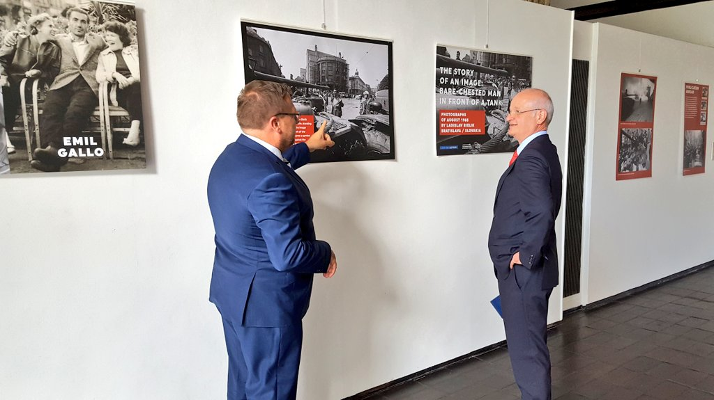 On the 50th anniversary of Soviet invasion to Czechoslovakia on 21 August 1968 re-opened an exhibition of photographs taken by Ladislav Bielik in Bratislava. Gladly explained context of legendary picture of bare-chested man in front of tank to Ambassadors of Austria &amp; Peru today. <br>http://pic.twitter.com/6rK2vmS0K1