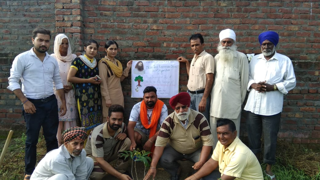 Volunteers of Shah Satnam Ji Green S Welfare Force Wing of @derasachasauda, the true Warriors of Humanity are constantly working towards painting and retaining the Planet's Green Cover and towards this goal, mega  #TreePlantation_BdayGiftToMSG conducted today.<br>http://pic.twitter.com/SSXvo6o2iZ