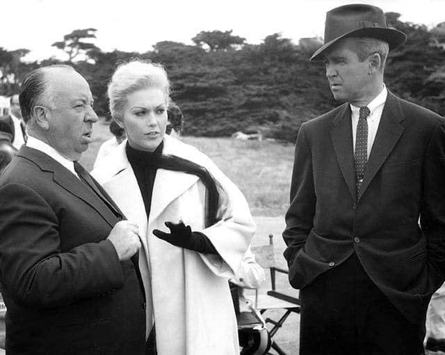 Alfred Hitchcok, Kim Novak and James Stewart during shooting of the Madeline&#39;s &#39;run to the coast&#39; scene in &#39;Vertigo&#39; (1958) <br>http://pic.twitter.com/6VgcIbZzNa