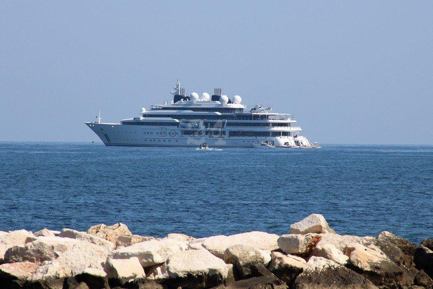 A #Bari uno degli yacht più grandi del mondo: a bordo l\