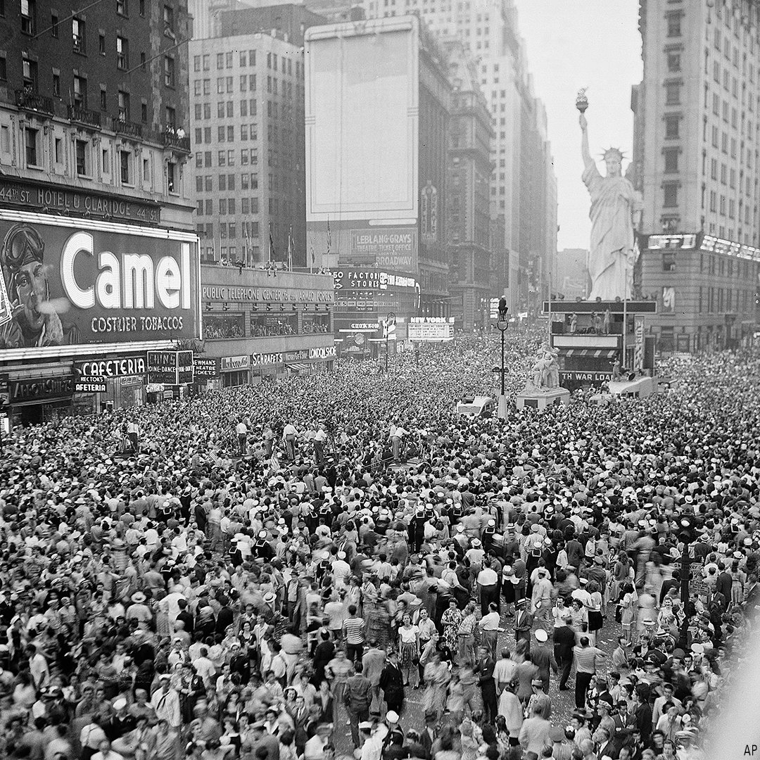 "On this day in 1945, thousands jammed New York's Times Square after President Truman announced Japan&#39;s unconditional surrender to the Allies, effectively ending World War II. Since then, both August 14 &amp; August 15 have been known as ""Victory over Japan Day,"" or simply ""V-J Day."" <br>http://pic.twitter.com/16kMnPAXCu"