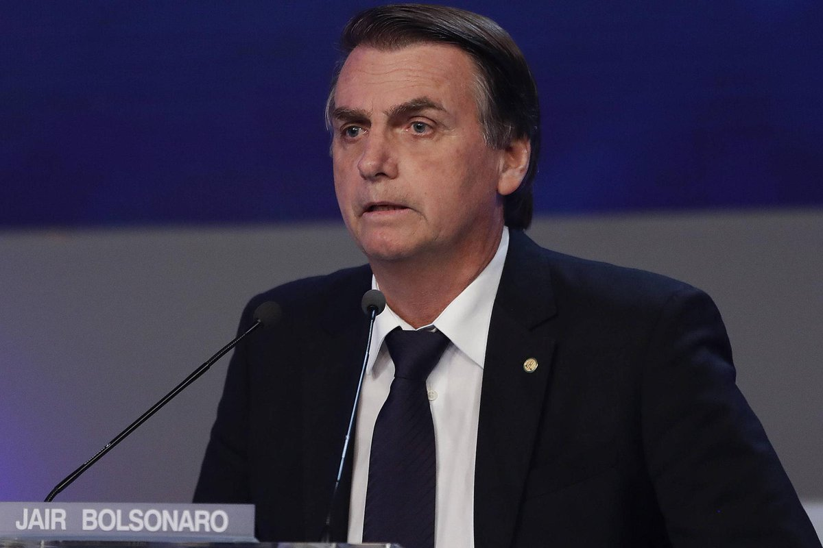 Ex-assessora de Bolsonaro | Moradores relatam que funcionária prestava serviços particulares https://t.co/Y9cXElE2jC