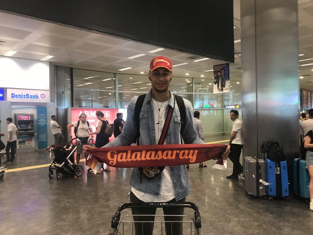 📸 | Yeni transferimiz Zach Auguste (@ZachEliAuguste) İstanbul'da!