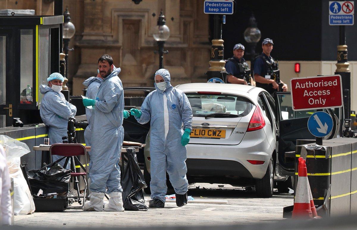Motorista atropela e deixa vários feridos diante do Parlamento britânico https://t.co/fpSgBTBE6u
