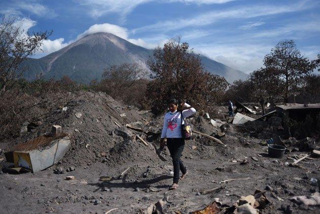 Reubican a los afectados por la erupción del Volcán de Fuego en Guatemala que dejó 425 muertos - https://t.co/rsr7Xr5ShV