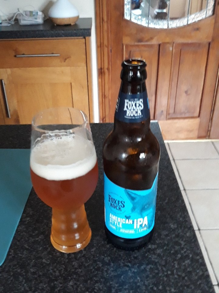 Everything you want in an #IPA #malt throughout with a citrus mouthfeel finish really nice from @TheFoxesRock 5.2% #craftbeer <br>http://pic.twitter.com/7KBEJQQXWt
