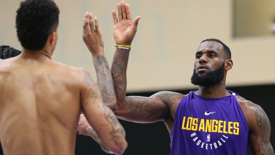 Melhores negócios, previsões ousadas e chances dos @Lakers de @KingJames; as 5 perguntas mais quentes da offseason da @NBA  #NBAnaESPN https://t.co/kBhnO6n6Lv