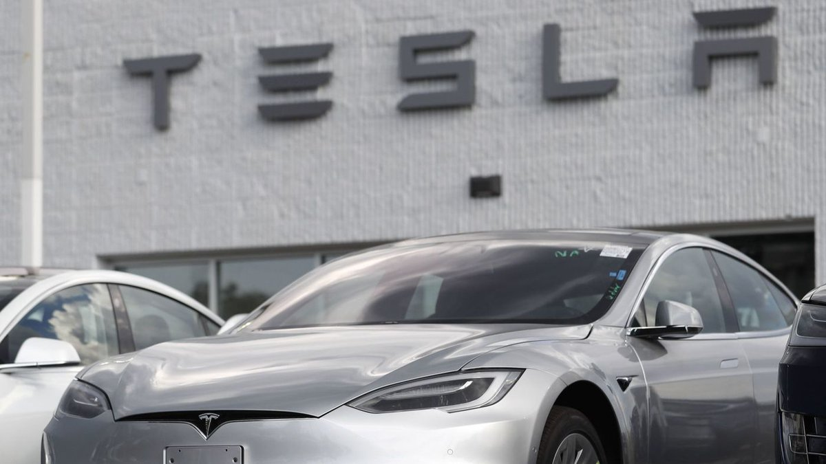 Tesla board moves to explore going private, and shareholders sue over Elon Musk's tweets https://t.co/ix3xZs16Wi