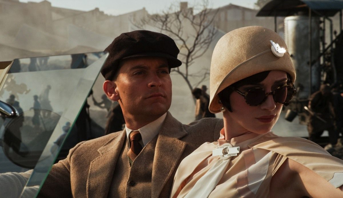 chicago and the great gatsby all The great gatsby: chapter 4 summary sunday morning, people come back to gatsby's new rumors circulate - that gatsby is a bootlegger and that he is the nephew of german general von hindenburg (a successful military commander in the war.