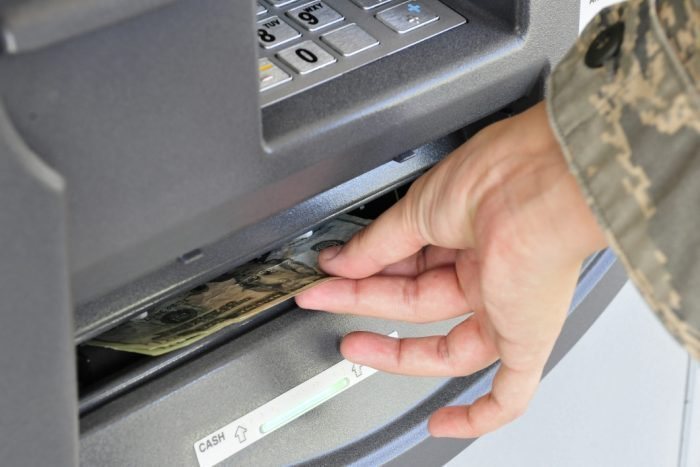 FBI alerta sobre golpe em caixas eletrônicos que deve atingir bancos do mundointeiro https://t.co/WdkbKZZSuA