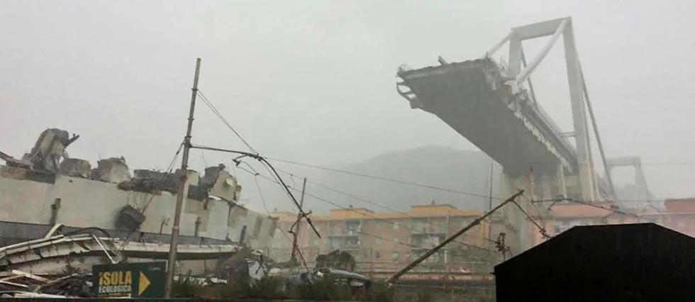 Gênes: au moins30morts dans l'effondrement d'un viaduc de l'A10, en Italie. Suivez notre direct >>  https://t.co/AEdEBfOteR#Genova