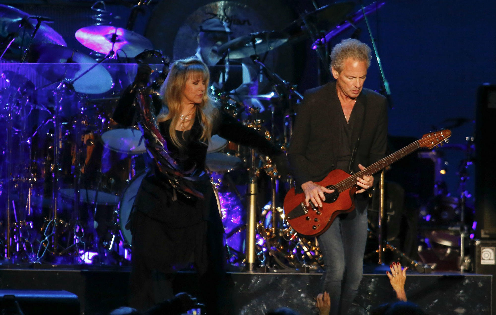 Lindsey Buckingham to kick off solo shows only days after Fleetwood Mac begin world tour https://t.co/HMvFWJsBuk https://t.co/YI59wTlhno