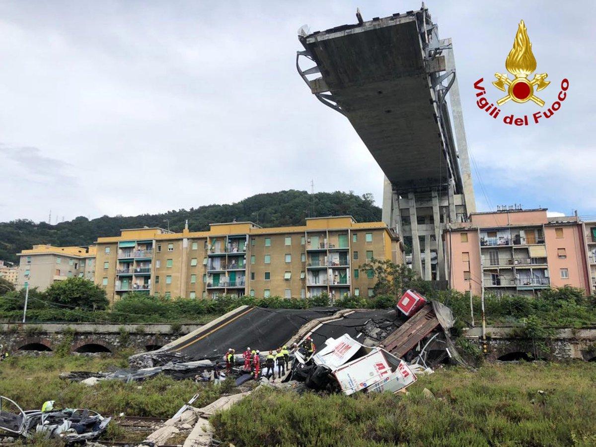 Salvo per miracolo Davide Capello, ex giocatore del Cagliari. Con la sua auto è precipitato per 80 metri ed è rimasto illeso uscendo con la sue gambe dalle macerie #PonteMorandi #ponteGenova LEGGI TUTTO https://t.co/mk8ge4E7VF
