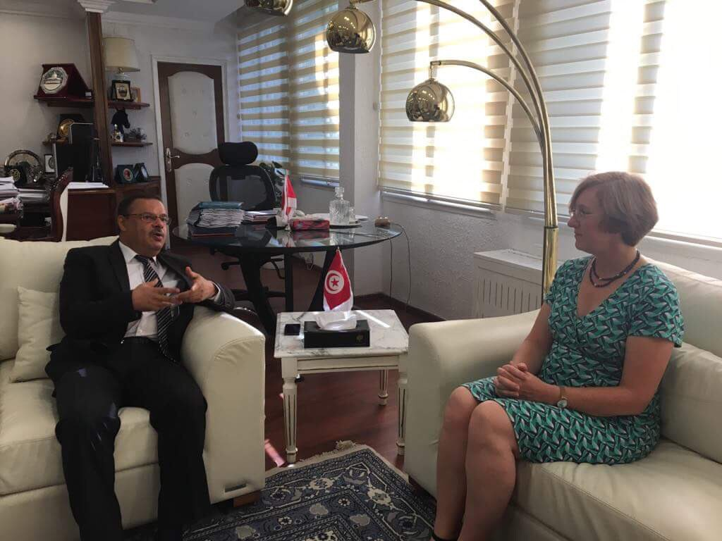 Ambassador @LouiseADeSousa met the Minister for Agriculture, Hydraulic Resources and Fisheries @samirtaiebTN. This was a great opportunity to identify ways of boosting bilateral trade in agrifood to promote scientific research links and to share expertise in water conservation. <br>http://pic.twitter.com/JNxXjOaoha