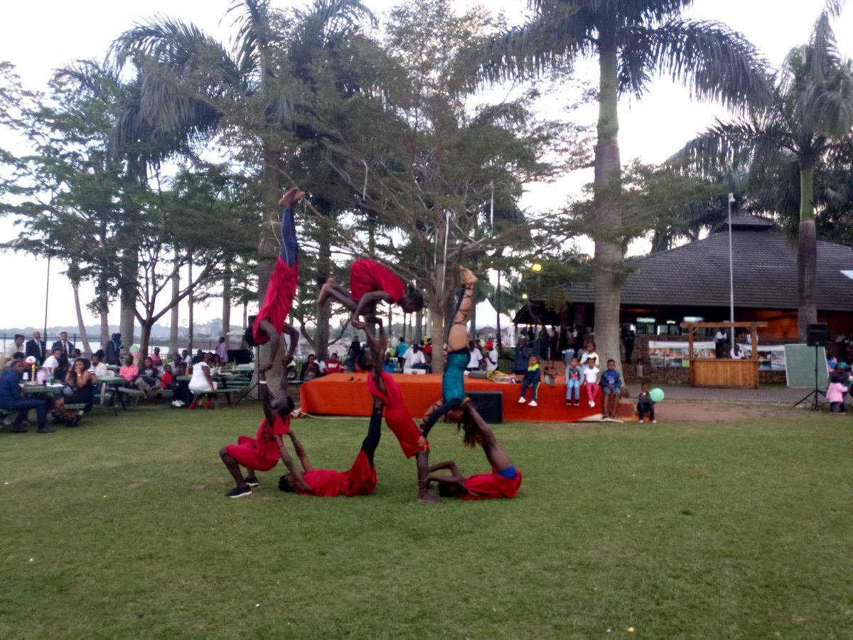 See anything wrong with this picture?  Anyway there&#39;s free acrobatics for you at @spekeresort #GoatRacesKla.. Come find out how much these guys train to do such extra ordinary tricks.  Proceeds from the event go to training young rugby players. <br>http://pic.twitter.com/1ovlresvGq