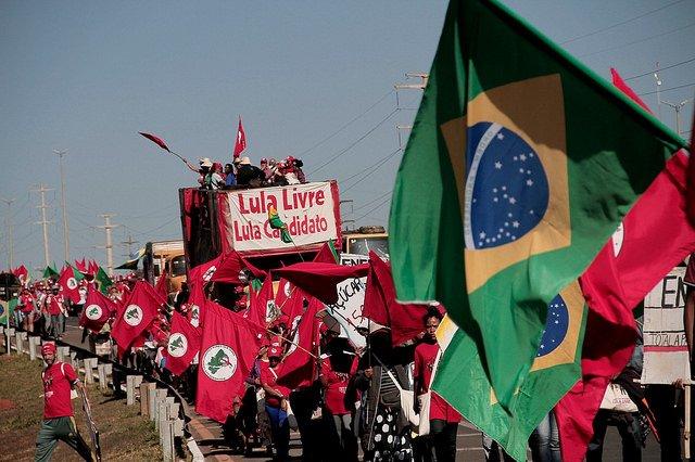 Camponeses chegam a Brasília para garantir registro da candidatura de Lula https://t.co/r9fRIFgtrf