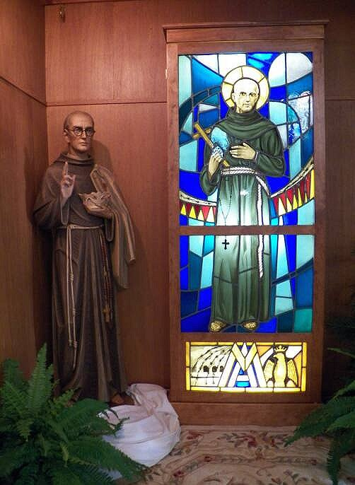 St. Maximilian Kolbe is the patron saint of radio operators, drug addicts, political prisoners, families, journalists, prisoners, and the pro-life movement.   Statue and stained glass of St. Maximilian Kolbe at St. Maximilian Kolbe R.C. Church in Corfu, New York <br>http://pic.twitter.com/Elcihqj8JM