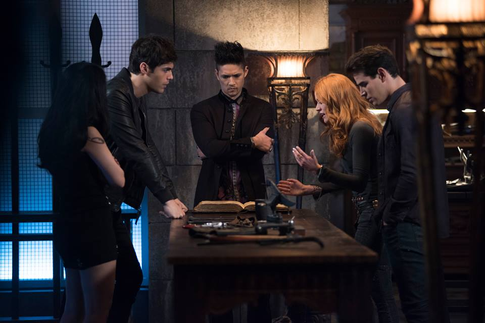 The power of teamwork! Power hour #SaveShadowhunters #ShadowhuntersChat<br>http://pic.twitter.com/e3PdEvVOr3
