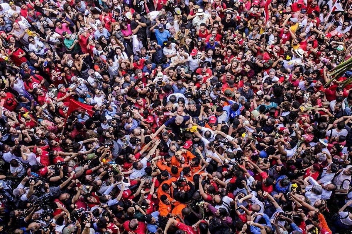 Quantos retuítes merece o maior #LulaZord da história?