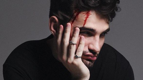 """""""Vou Morrer Sozinho"""": Novo single de @jaoromania é todo trabalhado na sofrência pop >> https://t.co/zRNQlKuXmJ"""