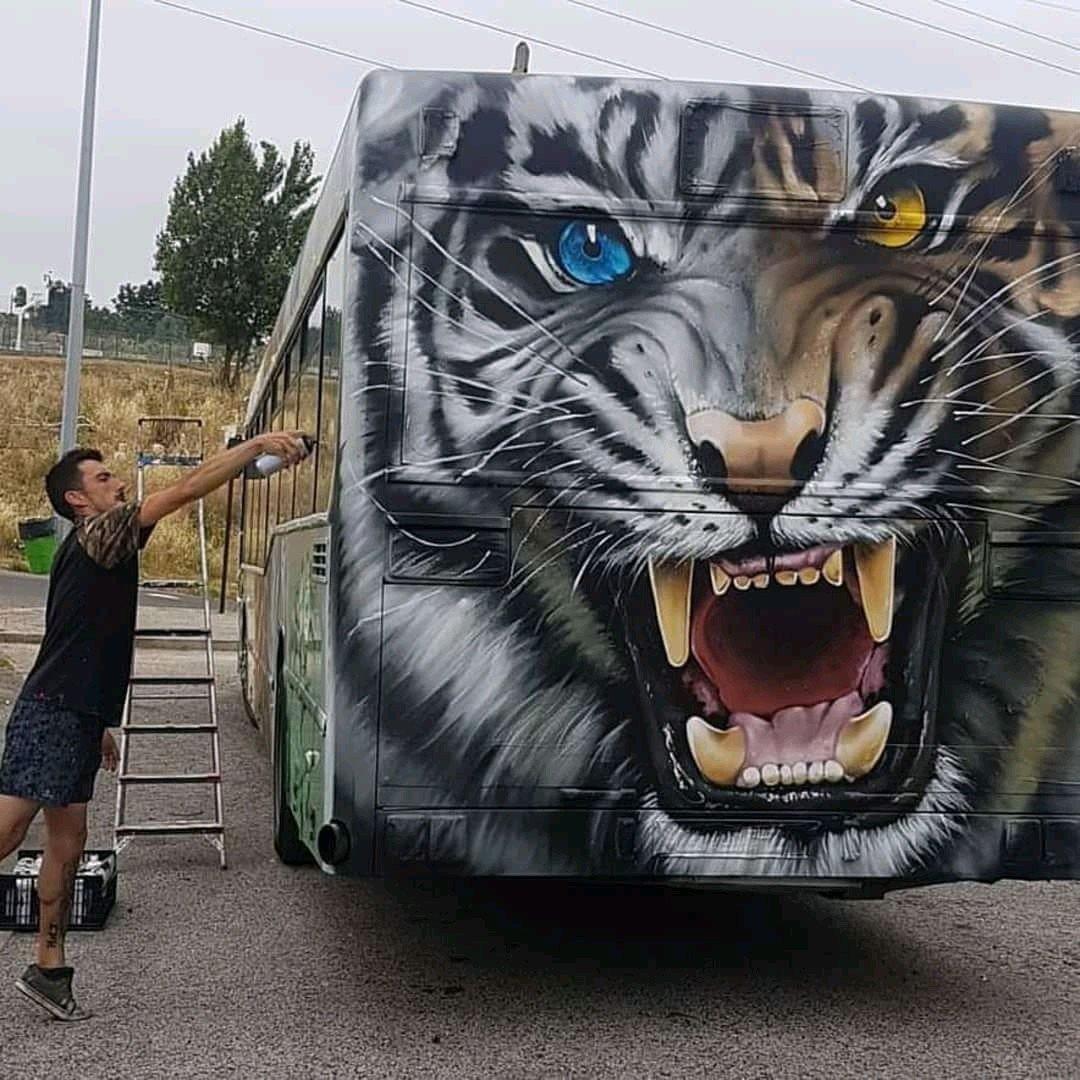 ... the eyes... the queen. Art by Styler One #streetart #art #graffiti #mural #urbanart #Eyes #Queen #Tiger<br>http://pic.twitter.com/sauRQkVf32