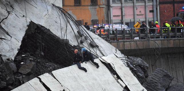 FOTOGALERÍA   Las imágenes del derrumbe del puente Morandi en Génova eldiario.es/internacional/…
