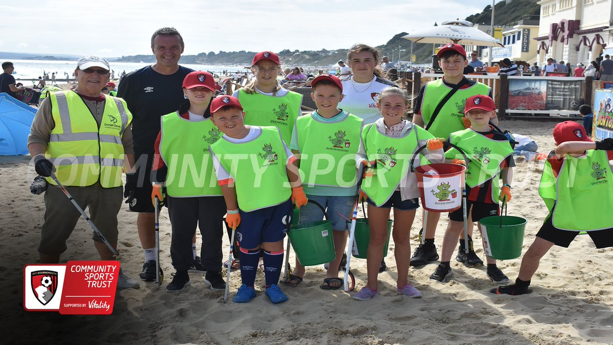 JUNIOR CHERRIES - Once they got down to Bournemouth beach the Junior Cherries started their litter pick, collecting rubbish from the sand as they walked up and down with @dorsetdevils    @AFCBusiness @PLCommunities #leaveonlyfootprints #passonplastics<br>http://pic.twitter.com/HxZqHQZgS5