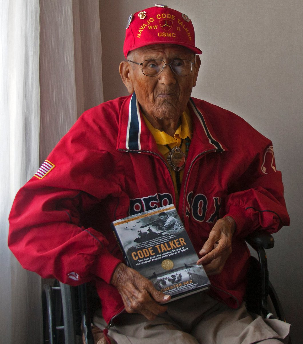 Remembering Chester Nez on Navajo Code Talkers Day.   Twenty-nine men gathered together and created a code that was unbreakable. Chester Nez, seen here in 2013, was the last original Navajo Code Talker before he died in 2014. (@mjtibbs /Stars and Stripes)  https://www. stripes.com/navajo-code-ta lker-chester-nez-telling-a-tale-of-bravery-and-ingenuity-1.253099 &nbsp; … <br>http://pic.twitter.com/svek7OkAKh
