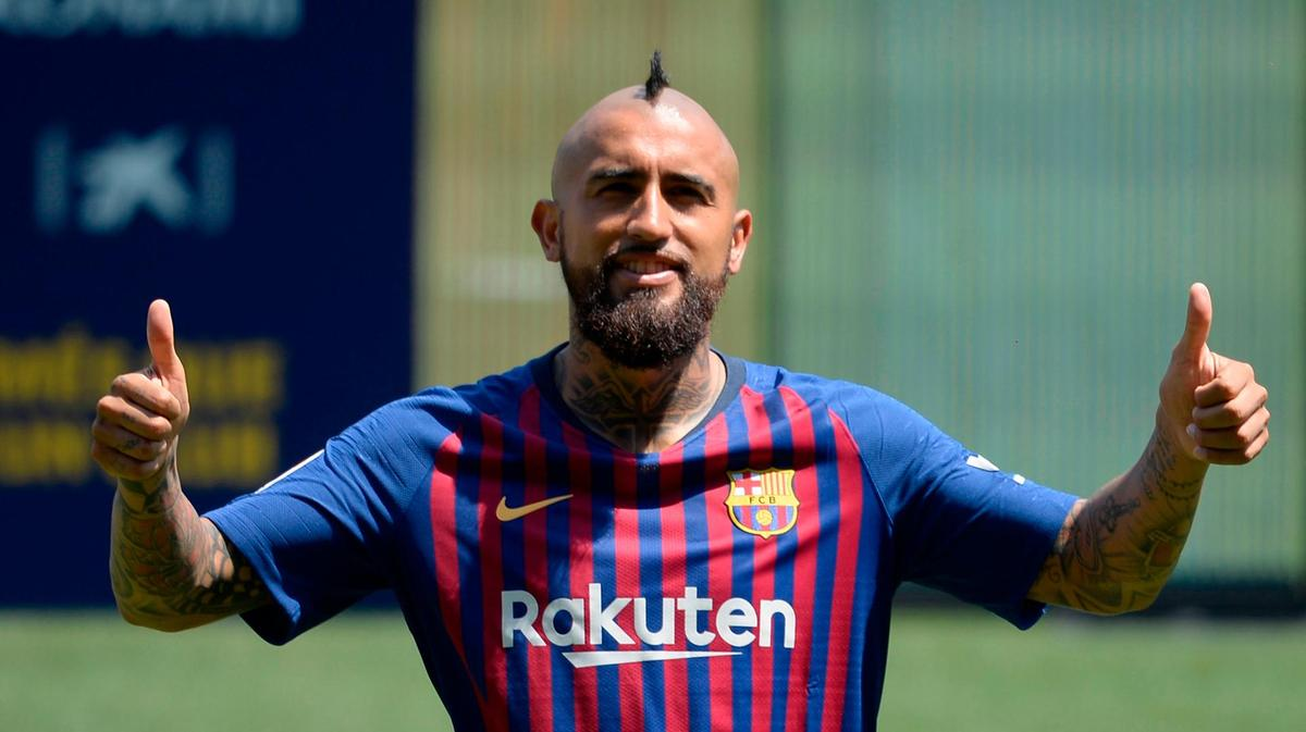 Arturo Vidal: &quot;Messi is the best in history, for who he is and what he does. I am very happy to share a dressing room with him and with all the great players that are in the team.&quot; <br>http://pic.twitter.com/6aUJukZHLd