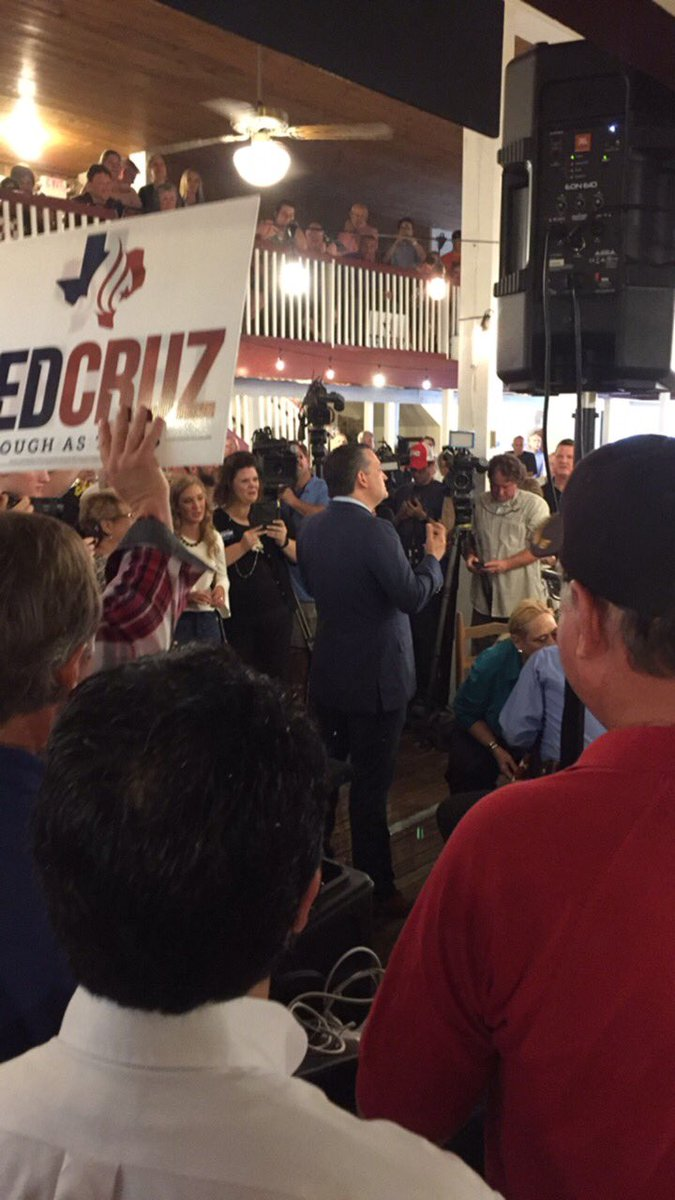 Packed house in McKinney this morning for @SenTedCruz! Thanks to all the supporters who came out to hear @tedcruz speak. Special thank you to @PantryMcKinney for the venue! To members of the #CruzCrew... Let's take @tedcruz's message to the doors and  #KeepTexasRed! @TeamTedCruz<br>http://pic.twitter.com/RPR9ywtdW3