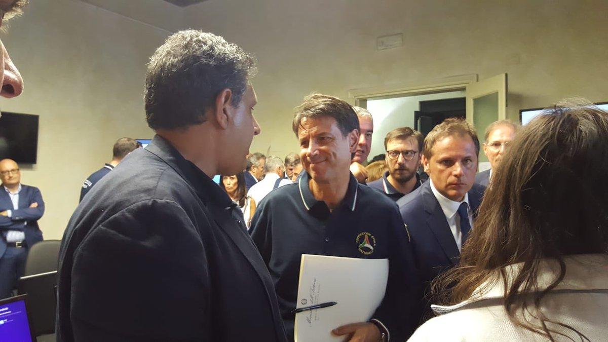 """In prefettura ho detto al premier @GiuseppeConteIT che credo serva un commissario straordinario con poteri speciali per gestire questa drammatica situazione. Parliamo di un """"nodo"""" che non è di #Genova o della #Liguria, ma è fondamentale per l\"""