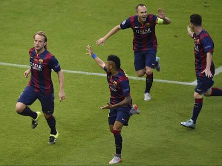 Ivan Rakitic: &quot;At Barça I enjoy every moment, I want to be in the Sports City every day and enjoy every training, every breakfast, every interview and matches, I will not tell you&quot; <br>http://pic.twitter.com/7IwBl6BKyG
