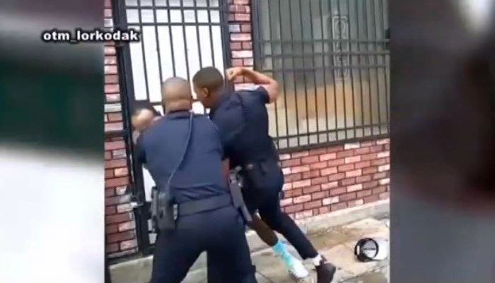 GRAPHIC: Officer in Baltimore beating video resigns https://t.co/e7mLZPRQYw